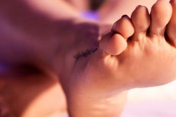 Aos pés de uma deusa